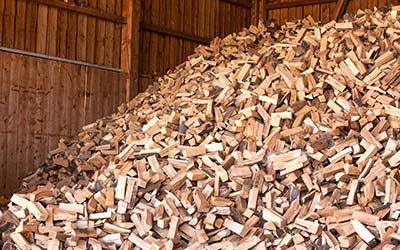 hochwertiges und optimal getrocknetes Brennholz aus der Region
